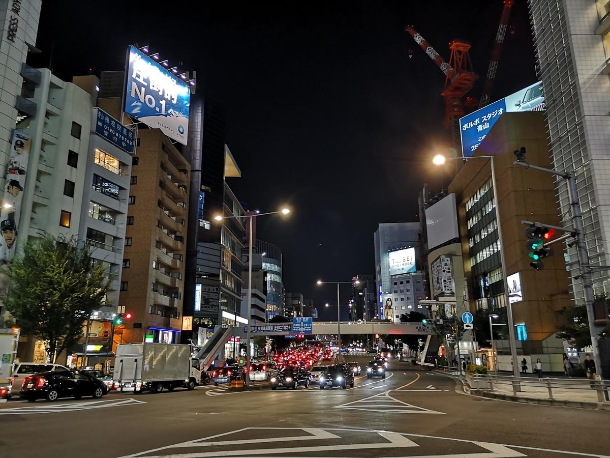 自転車通勤の途中に通りかかる、夜の青山通り