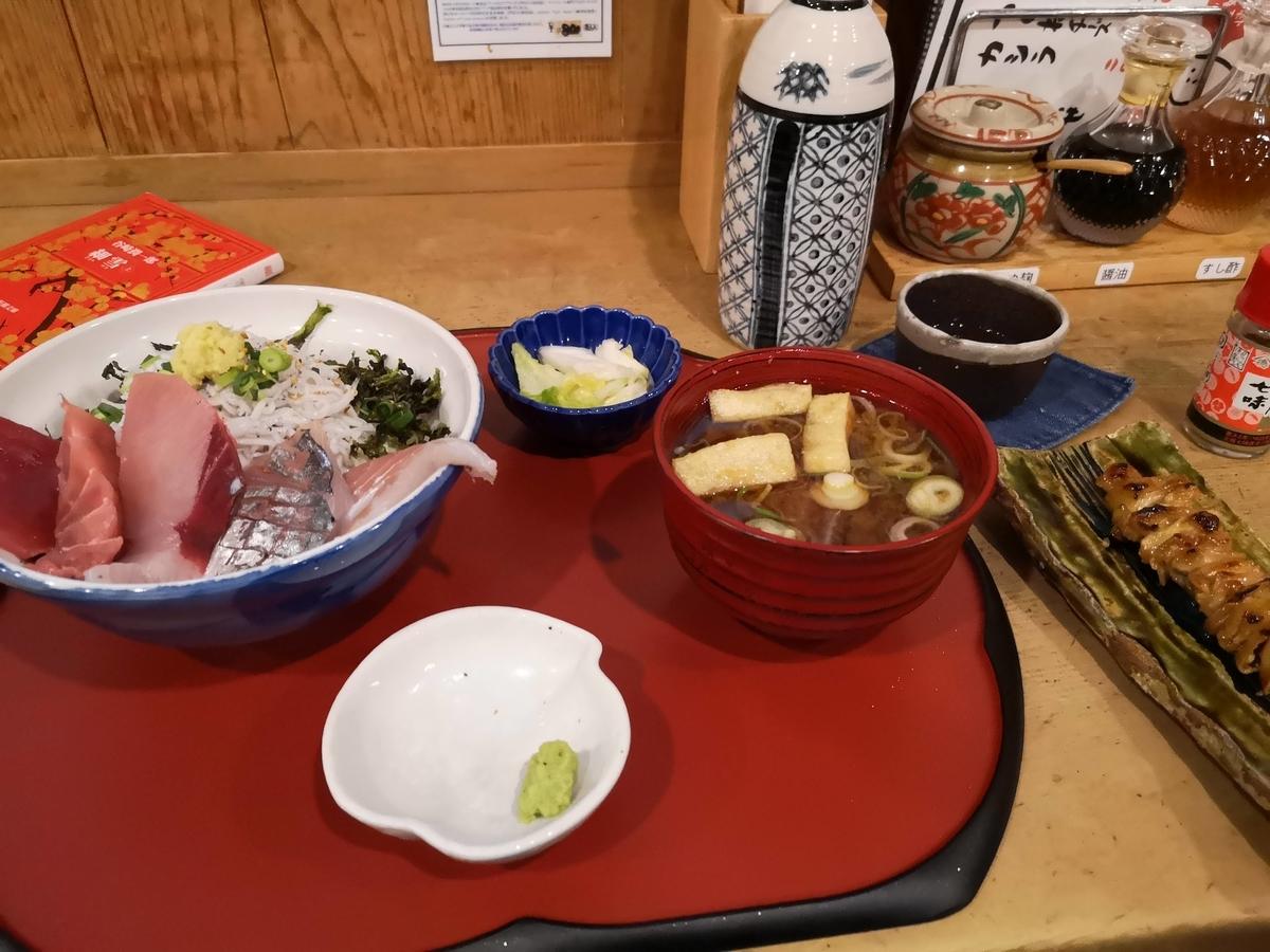 定食屋しゃもじ「上海鮮丼」と日本酒「掌」