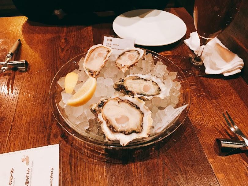 新宿三丁目のOstrea(オストレア)の生牡蠣2種