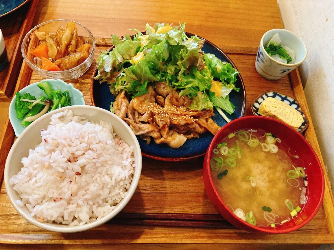 JR中央線三鷹駅北口にある『ニシクボ食堂』の「新潟県産もち豚の梅味噌焼き定食」