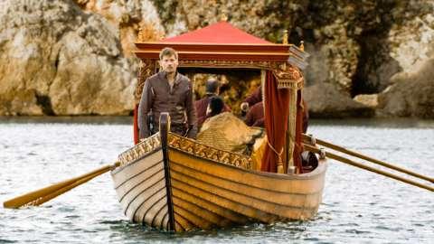 ミアセラの遺体を乗せた船