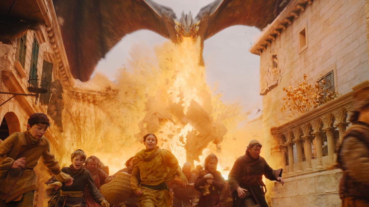 住民を焼くドラゴンとデナーリス