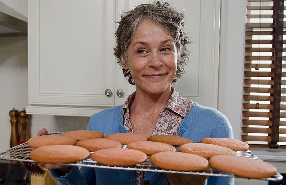 どんぐりクッキーを振る舞うキャロル(ウォーキング・デッド)