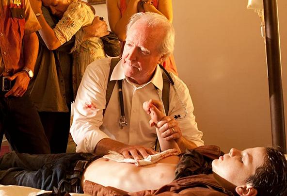 ハーシェルがカールの手術をしているシーン ウォーキング・デッド