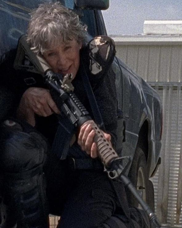 銃火器を持つキャロル ウォーキング・デッド8-14話