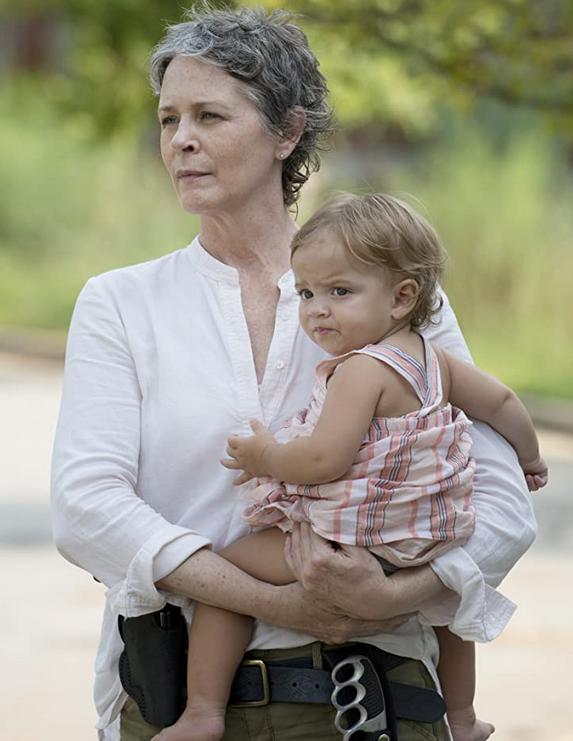 ジュディスを抱くキャロル シーズン6-7
