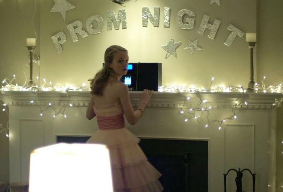 家でダンスパーティーをするジョリー 映画コンテイジョン