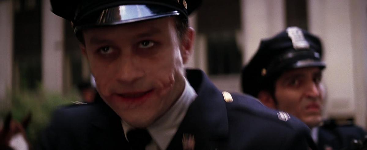 警察になりすましたジョーカーとその部下