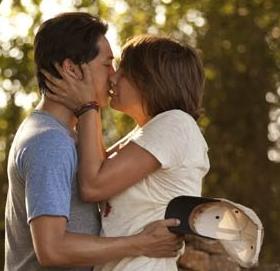 キスするマギーとグレン シーズン2第6話