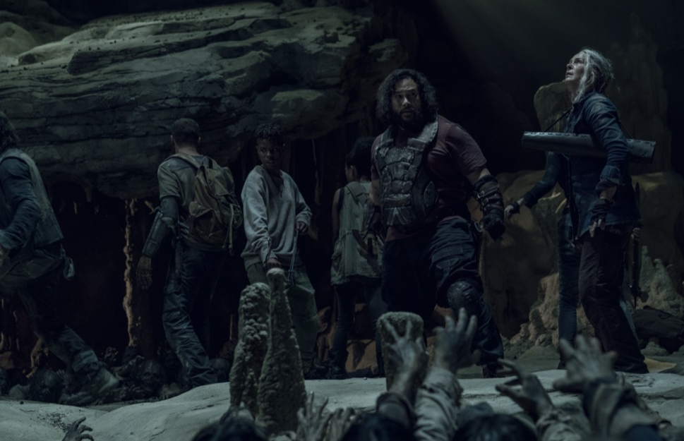 洞窟に落ちたダリル、キャロル、コニー、マグナ