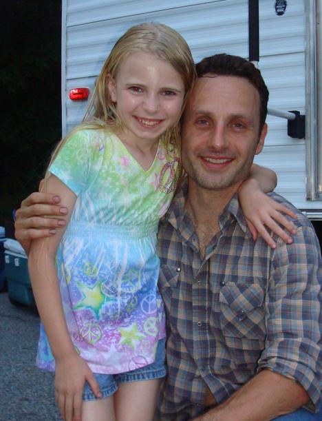アンドリュー・リンカーンとキャストの女の子