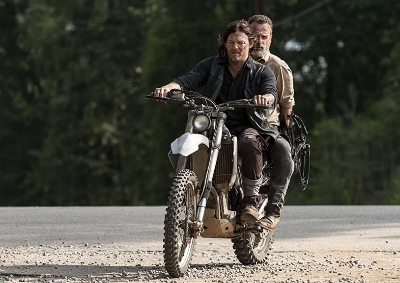 バイクに乗るダリルとリック ウォーキング・デッド9