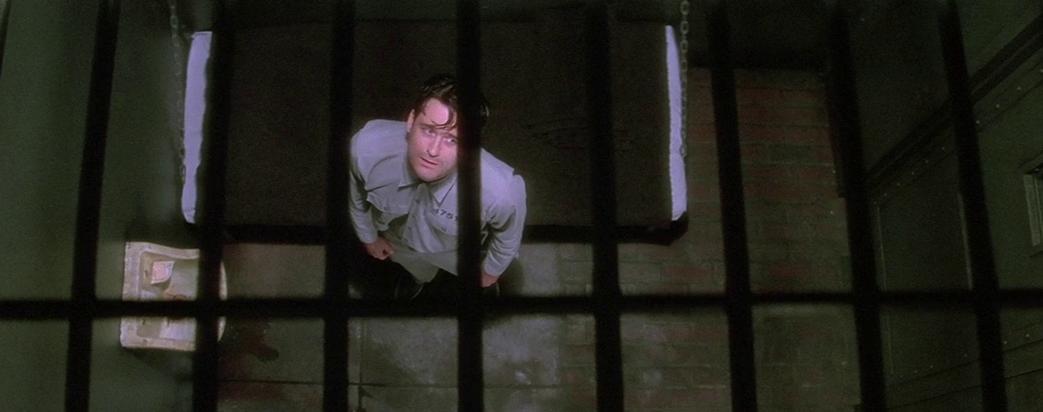 牢獄に入れられたフレッド