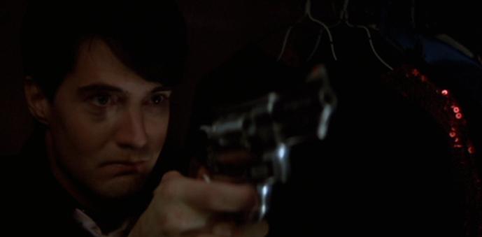 フランクを銃で狙うジェフリー