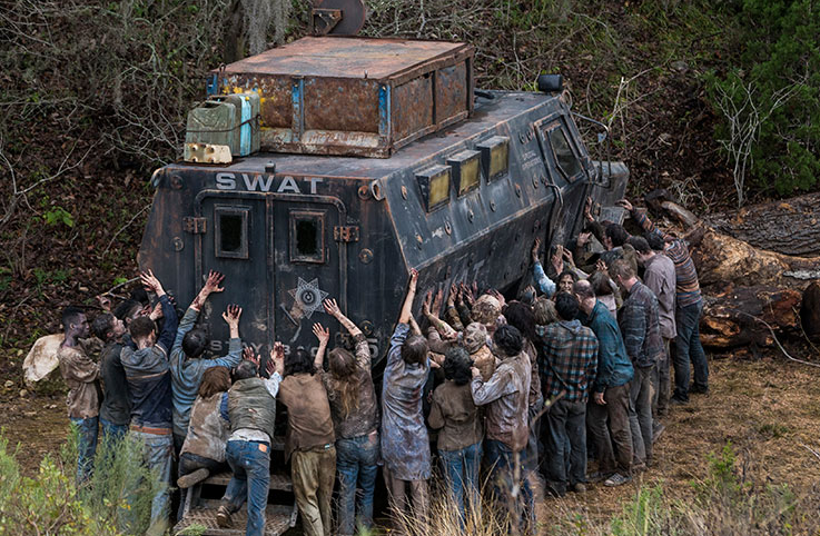 突っ込んだトラック フィアー・ザ・ウォーキング・デッド4