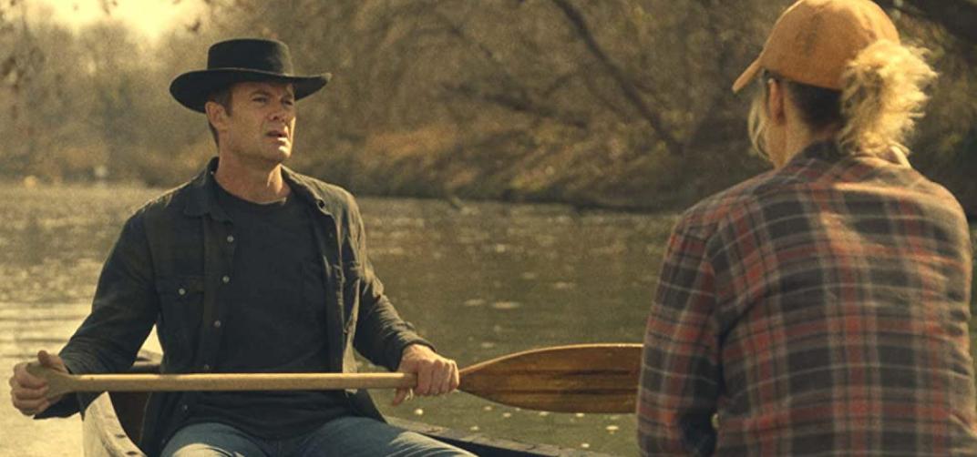 舟で釣りをするジョンとローラ