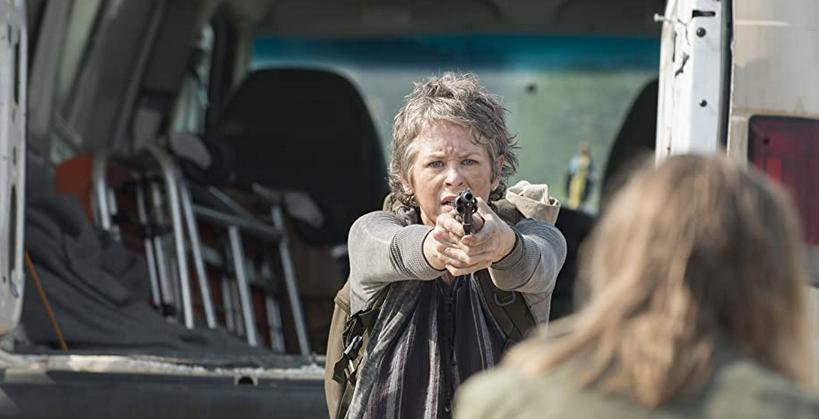 銃を撃つキャロル
