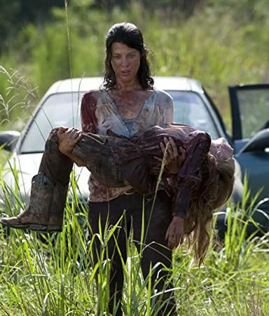 死亡したメーガンを抱くリリー
