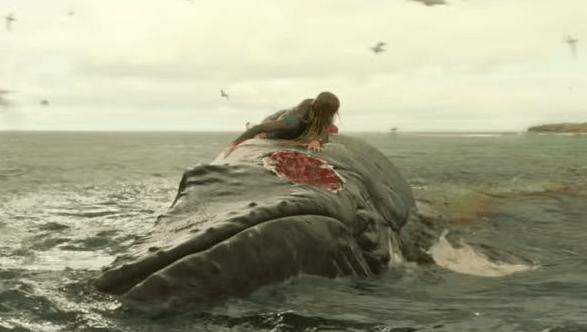クジラの上に避難したヒロイン