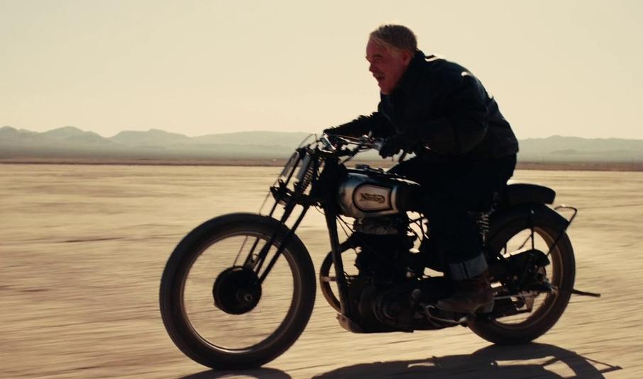 バイクに乗るランカスター