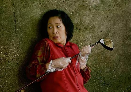 ゴルフクラブを発見した母親