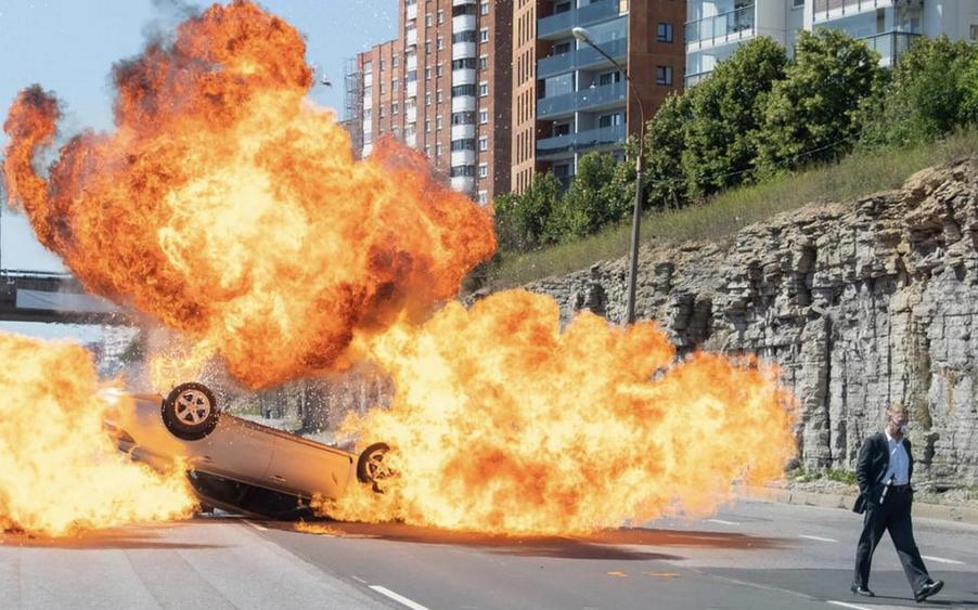 TENET テネット アンドレイによる車爆破シーン