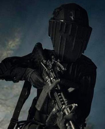 武装した兵士 フィアー・ザ・ウォーキング・デッド5-5