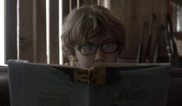本を読むディラン