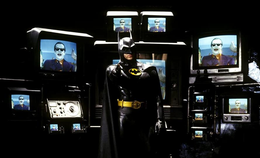 テレビに囲まれたバットマン