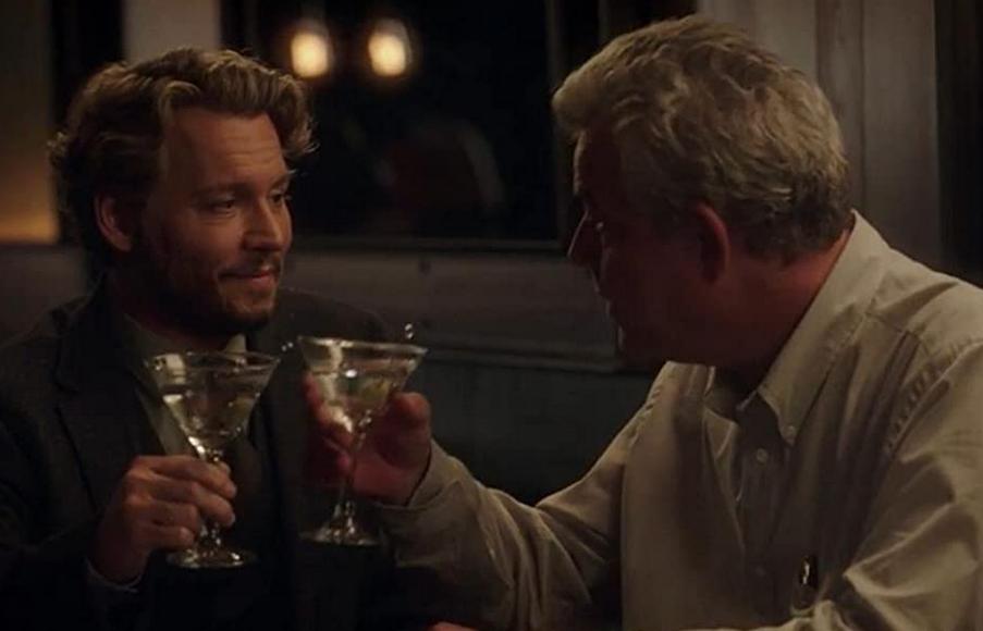 親友ピーターとマティーニを飲むリチャード