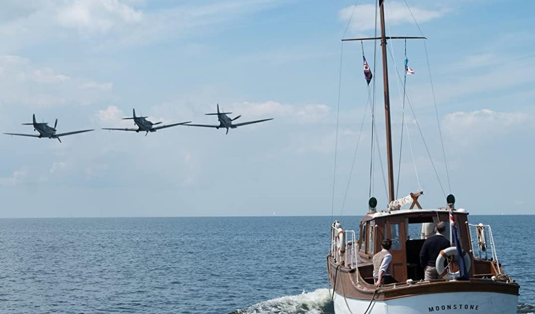 ダンケルクの船の飛行機