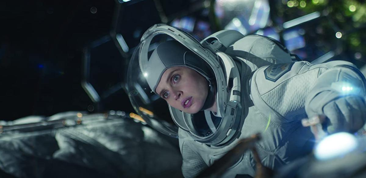 宇宙船の外に出たサリー