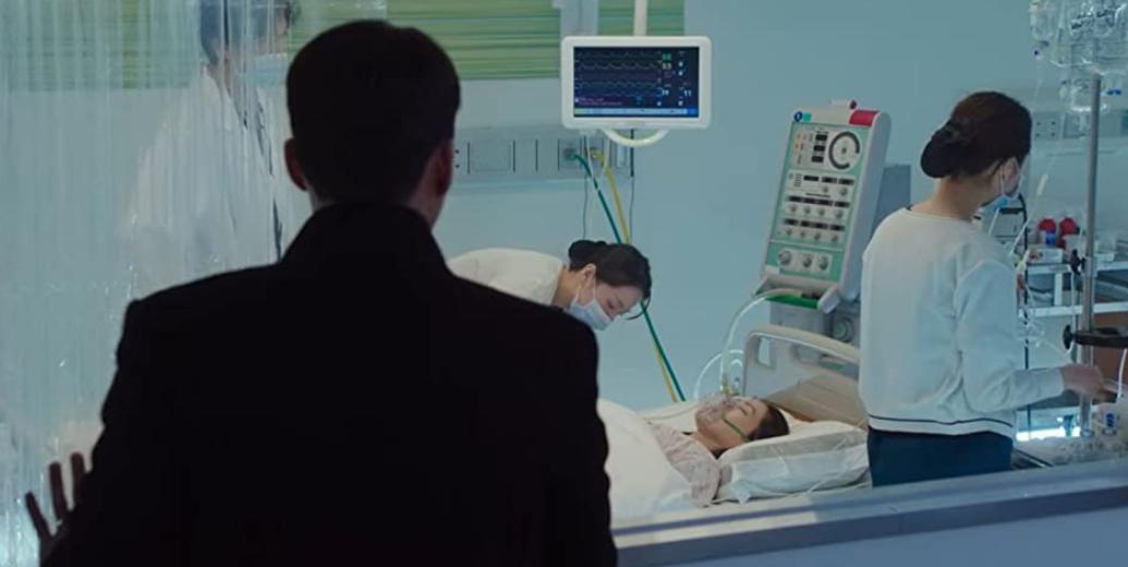 危篤で治療中のセリを見守るジョンヒョク