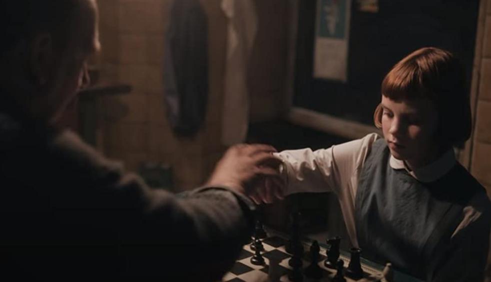 用務員のシャイベルとチェスを打ベス