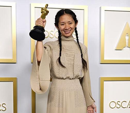 第93回アカデミー賞で、『ノマドランド』で女性として史上二人目の監督賞を受賞したクロエ・ジャオ