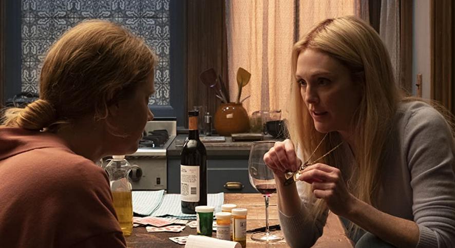 ワインを飲むジェーンとアナ