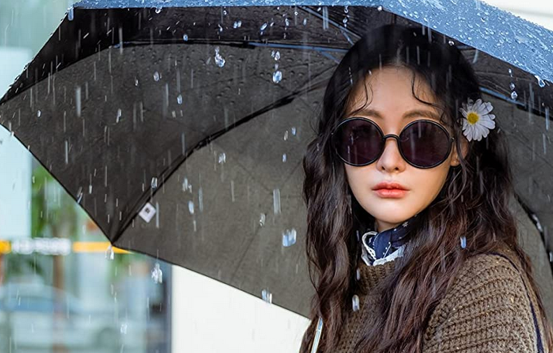 雨の中佇むヒロイン・ミンギョン