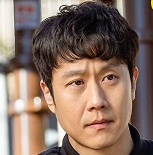 ノ・フィオを演じる俳優チョンウ