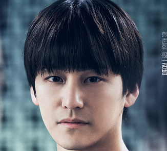 ハン・ジュニを演じる俳優キム・ボム