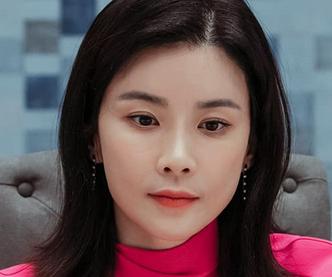 ヒスを演じる女優のイ・ボヨン