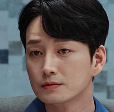 ジヨンを演じる俳優イ・ヒョヌク