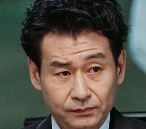 ジノを演じる韓国の俳優パク・ヒョックォン