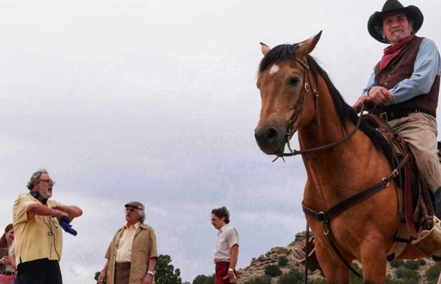 馬に乗ったキャスト トミーリージョーンズ