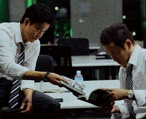 刑事の清田俊介(演:小栗旬)と真壁孝太(演:中村獅童)