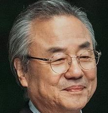 ハン・ソクチョル会長を演じるチョン・ドンファン