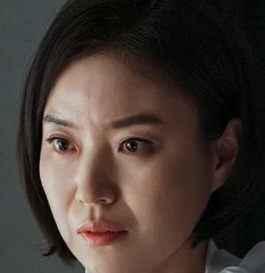 チュ執事を演じるパク・ソンヨン