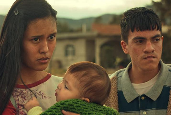 青年パキート、妻アラセリとその子供