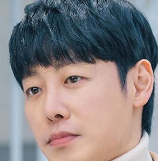 チュ・ヨンドを演じる俳優キム・ドンウク