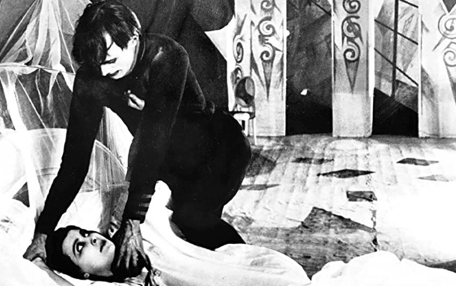 チェザーレがジェーンを襲うアーティスティックなシーン『カリガリ博士』