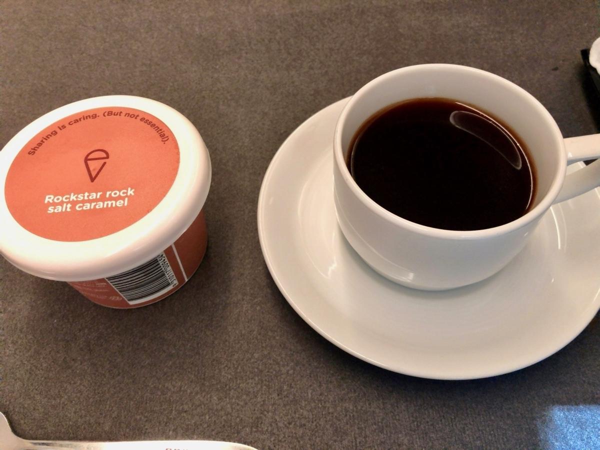 食後のコーヒーとアイス